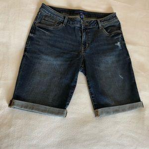 APT Bermuda shorts size 8